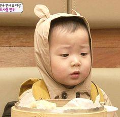 The 7 cutest Korean celebrity babies Cute Kids, Cute Babies, Baby Kids, Song Triplets, Kids Around The World, Korean People, Handsome Actors, Parenting Styles, Cute Korean