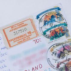 Przyszła do mnie pocztówka z Rosji a na pocztówce bilet autobusowy  Bardzo mi się to podoba. W okresach kiedy korzystałam z komunikacji miejskiej a nie mam wykupionego biletu miesięcznego też lubię je przyklejać. Tak po prostu w ramach ciekawostki.  A Wy spotkaliście się z tym kiedyś?  #postcrossing #postcrosser #postcard #postcards #pocztowka #pocztówka #pocztówki #poczta #kartkapocztowa #penpalspoland #teamkorespomdencja #officialpostcrossing #postcrossingswap #ticket #russiantickets…