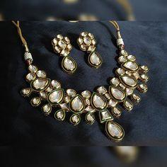 #lengha #bridal #jewellery #jewelry #earring #necklace #goldearring #templejewellery #bollywoodjewellery #fashionjewelry #indianjewelry #weddingjewelry #kundanjewelry #polkijewellery #goldjewelry #silverjewellery #jewelstoday #bangles #jaipurjewellery #chandbali #indianwedding #indianmarriage #indianfashion