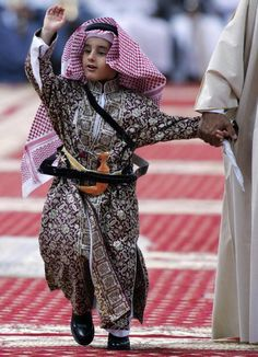 A young Saudi Prince from the Royal Family waves as he arrives to take part in the traditional Arda dance or War dance during the Janadriyah Festival. Middle Eastern Men, Middle Eastern Fashion, Saudi Arabia Culture, Arabic Characters, Arabian People, Royal Family Trees, Arabian Peninsula, Arabian Beauty, Arab Men