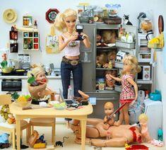 Creepy Serial Killer Barbie By Photographer Mariel Clayton Barbie In Real Life, Barbie Y Ken, Bad Barbie, Barbie Style, Girl Barbie, Barbie Life, Humor Barbie, Barbie Funny, Barbie Mala