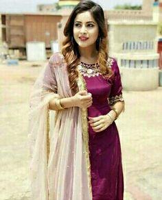 Indian Suits Punjabi, Punjabi Suits Party Wear, Punjabi Girls, Punjabi Salwar Suits, Pakistani Dresses, Indian Dresses, Punjabi Models, Trendy Suits, Boutique Suits