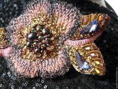 Купить или заказать брошь'БЦ13-001' в интернет-магазине на Ярмарке Мастеров. роскошное украшение в виде фантазийного цветка.Ручная вышивка на натуральном шёлке.В работе бисер,натуральный жемчуг,пайетки,кристаллы Сваровски,канитель,нити,хрустальные бусины.На обратной стороне бархат на шёлковой основе.…