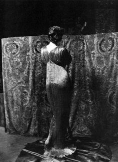 """Isadora Duncan en robe """"Delphos"""" - Photographie Mariano Fortuny vers 1910"""