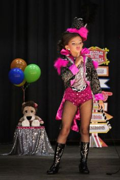 love the circus theme Glitz Pageant, Pageant Wear, Pageant Girls, Beauty Pageant, Pageant Dresses, Toddlers And Tiaras, Christmas Pageant, Girl Outfits, Fashion Outfits