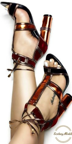 These Tom Ford inspired heels from  @caperobbin are absolutely gorgeous!