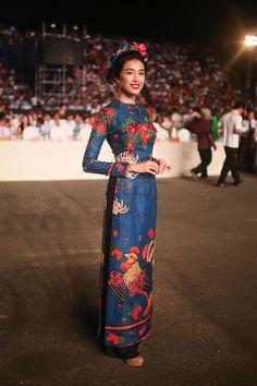 Không gì Tết hơn việc khoe dáng trong những thiết kế áo dài cách tân ai mặc cũng đẹp này - Ảnh 13.