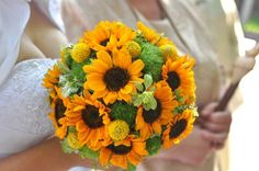 Most Simple Tricks Can Change Your Life: Inexpensive Wedding Flowers Rose Petals wedding flowers wildflowers simple. Daisy Wedding Flowers, Modern Wedding Flowers, Wedding Flower Decorations, Bridesmaid Flowers, Wedding Bouquets, Inexpensive Wedding Flowers, Sunflower Bouquets, Marie, Summer Wedding
