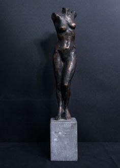 Onbekende kunstenaar: Massief bronzen sculptuur, Vrouwelijk naakt