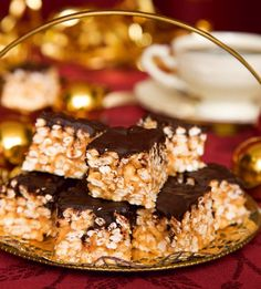 Puffiga jordnötsbitar Best Dessert Recipes, Candy Recipes, Fun Desserts, Sweet Recipes, Homemade Sweets, Homemade Candies, Christmas Baking, Christmas Treats, Christmas Things
