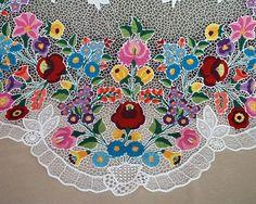 繊細な花柄の図案がかわいい♪お土産にも喜ばれるハンガリー刺繍の世界! | CRASIA(クラシア)