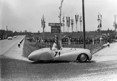 Seventy years ago the racing department at BMW had only one thing on its mind: victory at the Gran Premio Brescia delle Mille Miglia. Sports Car Racing, Road Racing, Race Cars, Auto Racing, Bmw Classic, Vintage Racing, Vintage Cars, Vintage Auto, Bmw 328