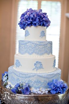 Lace & hydrangea wedding cake design.