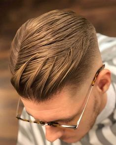 20+ Textured Haircut Ideas for Men - Men's Hairstyle Tips #quiffhaircut #menshairstyles #menshaircut #menshaircuts #texturedhaircut All Hairstyles, Cool Hairstyles For Men, Modern Hairstyles, Short Textured Hair, Textured Haircut, Pompadour Fade, Pompadour Hairstyle, Comb Over Fade Haircut, Short Comb Over