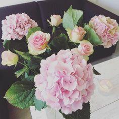"HomeStylingInspiration op Instagram: ""Fresh flowers!! #homestylinginspiration #home #homedeco #homeinspo #homeinspiration #homestyling #homestylinginspo #homestylingideas #homestylingtips #homesweethome #homedecoration #homedecorating #homedecor #instadecor #inspiration #instahome #interior #instainterior #decor #interiordesign #roses #hydrangeas"""