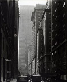 Berenice Abbott was an American photographer best known for her black-and-white photography of New York City architecture and ur. Berenice Abbott, Man Ray, Edward Steichen, Alfred Stieglitz, Greenwich Village, City Photography, Vintage Photography, City Architecture, New York Public Library