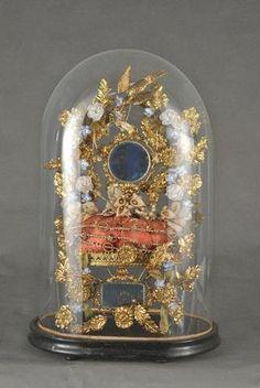 Globe de mariée à base ovale et sa garniture composée d'un coussinet,