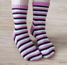 Englanninlakusukat Knitting Socks, Knitting Projects, Mittens, Slippers, Kids, Crafts, Farmhouse Rugs, Tejidos, Socks