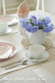 Table decoration, tea time:photo by:http://beads-studio-luna.com/