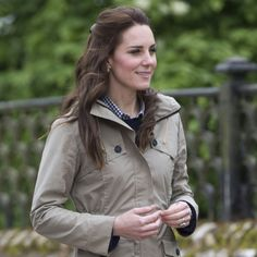 Kate Middleton's English Countryside Look Includes a Stylish Steal Duchess Kate, Duchess Of Cambridge, Royal Fashion, Fashion Photo, William Kate, Prince William, Khaki Jacket, Lady Diana