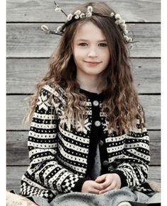 FANA garnpakker år i Finullgarn eller Tumi, Rauma Garn Tumi, Knitting For Kids, Crotchet, Knit Patterns, Sarees, Vest, Quilts, Sewing, Style