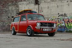mini clubman estate with a difference traveller /woody Classic Mini, Vans Classic, Mini Clubman, Mini Coopers, Cooper Car, Rat Look, Small Cars, Retro Cars, Mini Me