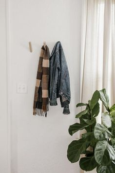 How to Make the Most of a Small Entryway: Store away the items that are not in season, keeping only your favorites out. Beautiful Space, Home Organization, Small Spaces, Entryway, Store, How To Make, Tent, Entrance, Shop Local