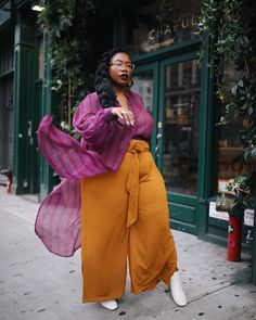 My New York Fashion Week plus size street style outfits from Coyan, Tamara Malas, Anthropologie, and more! Looks Street Style, Nyfw Street Style, Curvy Street Style, Street Fashion, Looks Plus Size, Textiles, Plus Size Fashion For Women, Fashion Seasons, Curvy Fashion