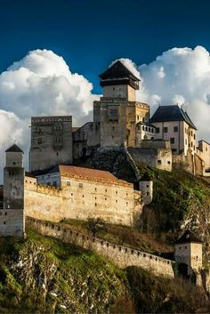 Even though Slovakia is a small country, it has a lot of beautiful and well preserved castles. Trencin castle is an example of one. Check out 20 more of the Most Beautiful Fairy Tale Castles in the World! Bratislava, Beautiful Fairies, Beautiful Castles, Cool Places To Visit, Places To Travel, Wonderful Places, Beautiful Places, Saint Marin, Germany Castles