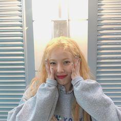 at instaviewer. Kpop Girl Groups, Kpop Girls, Hyuna Tumblr, Hyuna Triple H, Pretty People, Beautiful People, Rapper, Hyuna Kim, Kim Chungha