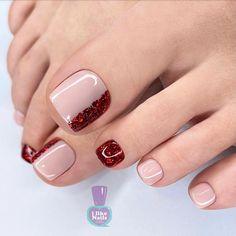 Gold Toe Nails, Pretty Toe Nails, Cute Toe Nails, Feet Nails, Dope Nails, Pedicure Designs, Pedicure Nail Art, Toe Nail Designs, Manicure And Pedicure