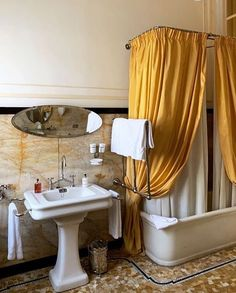 Why hello! Spotted this wonderful bathroom in from ASH NYC's stories. His hotel in Rome. Masculine Bathroom, Timeless Bathroom, Beautiful Bathrooms, Rome, Italian Home, Black And White Tiles, Spanish Style Homes, London Apartment, Small Bathroom Storage
