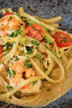 Λιγκουίνι με γαρίδες, κολοκύθι, φινόκιο και λεμόνι Spaghetti, Pasta, Fish, Ethnic Recipes, Pisces, Noodle, Pasta Recipes, Pasta Dishes
