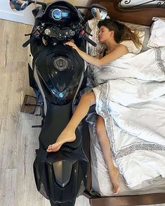 Yamaha R6, Biker Couple, Motorcycle Couple, Dirt Bike Girl, Lady Biker, Biker Girl, Fille Et Dirt Bike, Girl Motorcyclist, Bike Photoshoot