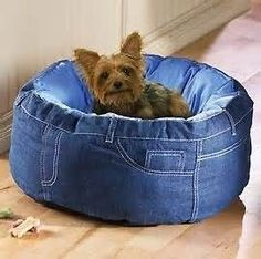 DIY - Recycled blue jeans dog bed - love-love-love :) #dogbed #diyjeansdesign