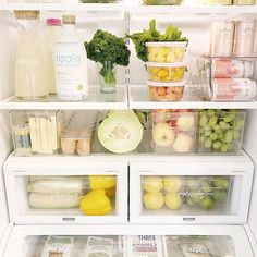 This fridge is farmer's market ready! Love this organization shared by - Home Design Refrigerator Organization, Pantry Organization, Organized Fridge, Organisation Ideas, Pantry Ideas, Organizing Ideas, Fridge Makeover, Good Meaning, Instagram Accounts To Follow