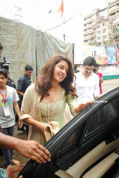 Priyanka Chopra Visits Andheri Cha Raja Ganpati In Mumbai (17)  #PriyankaChopra