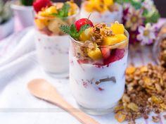 Salada de frutas cremosa com creme de iogurte e ricota.   11 ideias rápidas de café da manhã para parar de gastar dinheiro na rua