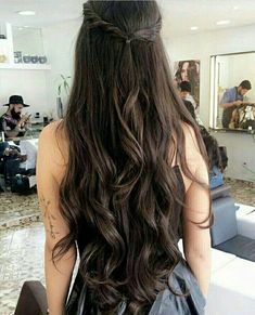Do you like your wavy hair and do not change it for anything? But it's not always easy to put your curls in value … Need some hairstyle ideas to magnify your wavy hair? Beautiful Long Hair, Gorgeous Hair, Hair Inspo, Hair Inspiration, Long Shag Haircut, Hair Day, Pretty Hairstyles, Fall Hairstyles, Dark Hair