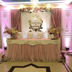 Как же нравится, что год у нас начинается с красивых свадебных проектов! Сегодня изменяли пространство в банкетном зале @grand.hayat - в итоге получился нежный и элегантный #президиум для Женечки и Вячеслава. Уже начинаем ждать фоточек от @spivak_photo, но не смогли удержаться, чтобы не показать вам кусочек оформления. Дек%ŒT²:ˆ ...