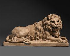 Künstler: Claude Michel Clodion (französisch, 1738 - 1814) Titel: Reclining Lion, um 1770 - 1790 Medium: Skulptur, Terracotta Größe: 21 x 19 x 41,5 cm (8,3 x 7,5 x 16,3 in) Kunstbewegung: Alte Meister, Antiquitäten Ausstellung: TEFAF Maastricht, Freitag, 11. März 2016 - Sonntag, 20. März 2016 Preis: Preis auf Anfrage