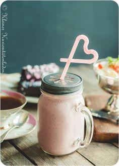Valentinsfrühstück im Bett [Reklame] Diy Craft Projects, Crafts, My Pie, Tips & Tricks, Milkshakes, A Table, Valentines Day, Mason Jars, Mugs