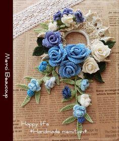 This Pin was discovered by Bar Diy Crochet Flowers, Crochet Bouquet, Crochet Wreath, Crochet Brooch, Crochet Cactus, Crochet Leaves, Crochet Flower Patterns, Freeform Crochet, Lace Flowers