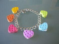 bracelet gateaux coeur garni, multicolore pastel bracelet en fimo, multicolore couleurs claires.