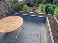 New composite patio steps yards 33 ideas Raised Patio, Raised Planter, Raised Garden Beds, Raised Beds, Patio Steps, Terasse En Composite, Decking Area, Decking Material, Deck Planters