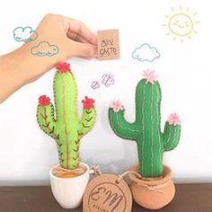 Boa noite com Meu Cacto. Passando para lembrar que amanhã teremos novidades na coleção mais fofa da lojinha! Os nossos cactinhos ficarão ainda mais afetivos!!! Aguardem porque esta ficando lindo. . . . #cactus #cactusmagazine #cacto #cactos #craftposure #craft #handmade #feitoamao #handmadeloves #emateli #love #madewithlove #makersmovement #sunday #pink #mood #instagood #theweekoninstagram #arte #artesanato #atelier #decor #decoration #decoracion #roomdecor #instagood #green #plants #lov...