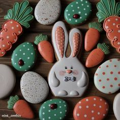 Decorated Easter cookies are a fun part of the Easter holiday. Get some ideas for Easter cookies here, and be prepared to drool because they're yummy! Super Cookies, No Egg Cookies, Fancy Cookies, Holiday Cookies, Cake Cookies, Cookie Favors, Heart Cookies, Halloween Cookies, Easter Cupcakes