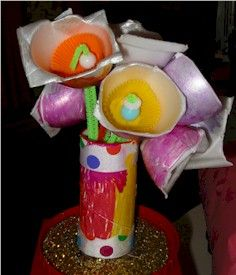 Make a nice flower decorative piece out of egg cartons and paper towel rolls.  This project would be a nice Mothers Day gift!