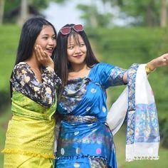 Stylish Photo Pose, Northeast India, Bodo, Selfie Poses, Photo Poses, Nepal, Cover Up, Beautiful Women, Sari
