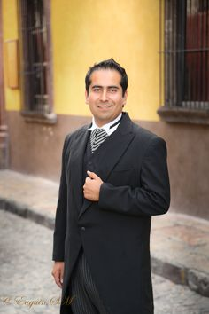 Artistic wedding photography in San Miguel de Allende. Professional NYC trained photographer Euguin S M (bilingual)